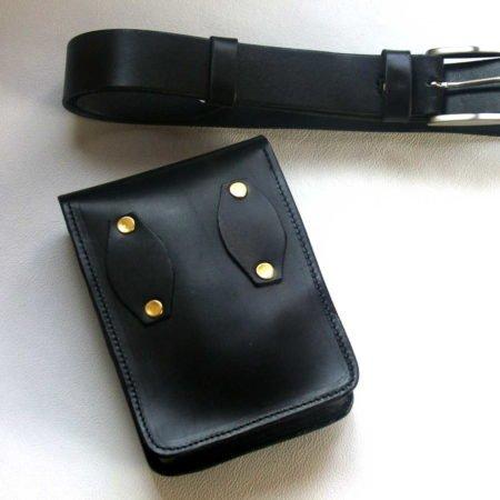 """Pochette noire en cuir à mettre à la ceinture """"Roger"""""""