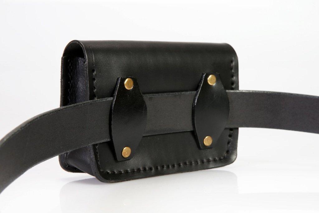 Pochette en cuir noir pour ceinture