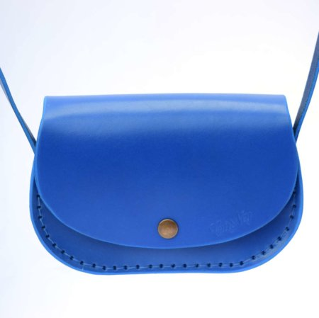 """Petit sac en cuir avec bandoulière """"Ema"""" de couleur bleu"""