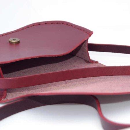 """Petit sac rouge Bordeaux en cuir avec bandoulière """"Ema"""""""