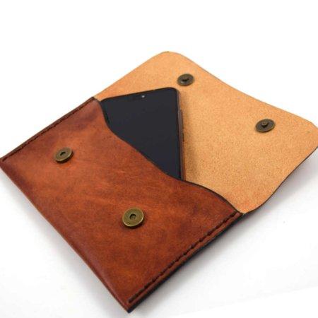 Pochette plate en cuir naturel à mettre à la ceinture