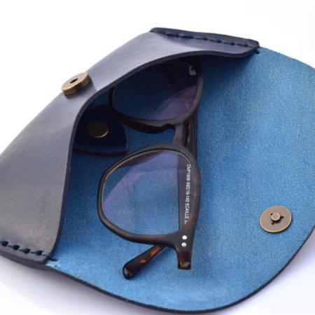 Etui à lunettes en cuir bleu marine