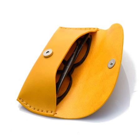 """Étui à lunettes jaune en cuir - by """"Les Cuirs Ney"""""""
